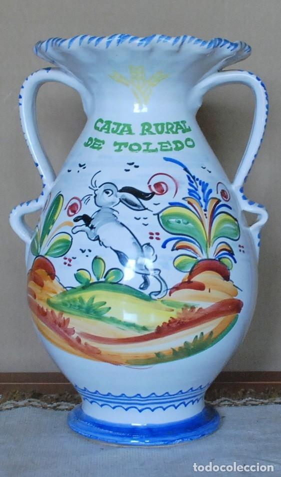 JARRON ASAS CAJA RURAL DE TOLEDO CERAMICA TALAVERA 35CM (Antigüedades - Porcelanas y Cerámicas - Talavera)