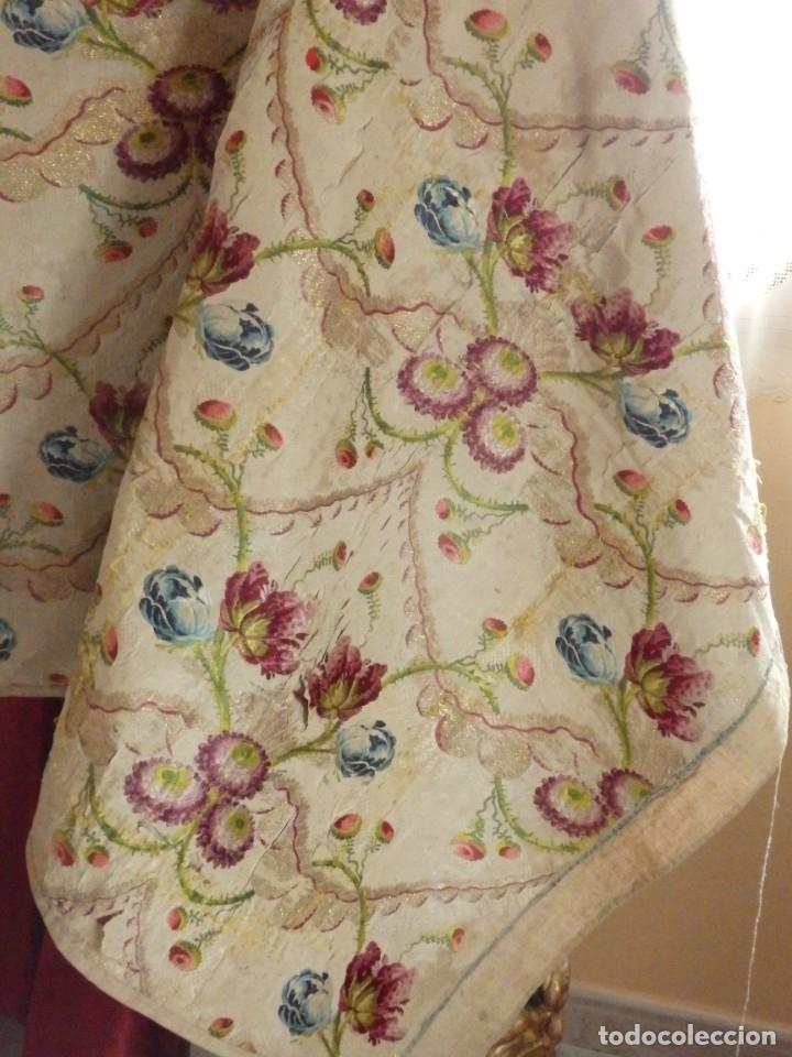 Antigüedades: Frente de grandes dimensiones en espolín de seda y brocados de plata. España, siglos XVII-XVIII. - Foto 2 - 182643183