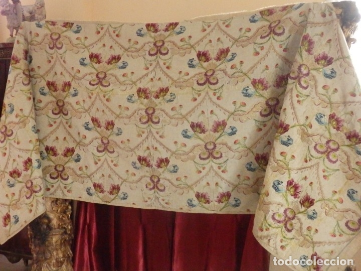 Antigüedades: Frente de grandes dimensiones en espolín de seda y brocados de plata. España, siglos XVII-XVIII. - Foto 3 - 182643183