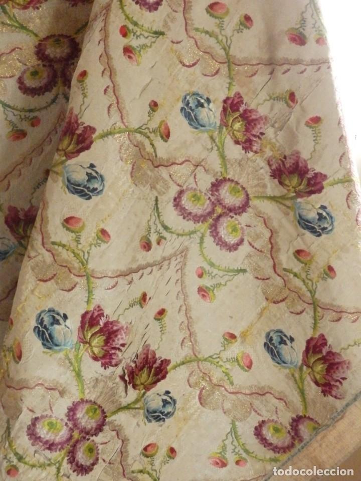 Antigüedades: Frente de grandes dimensiones en espolín de seda y brocados de plata. España, siglos XVII-XVIII. - Foto 6 - 182643183