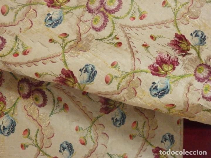 Antigüedades: Frente de grandes dimensiones en espolín de seda y brocados de plata. España, siglos XVII-XVIII. - Foto 7 - 182643183