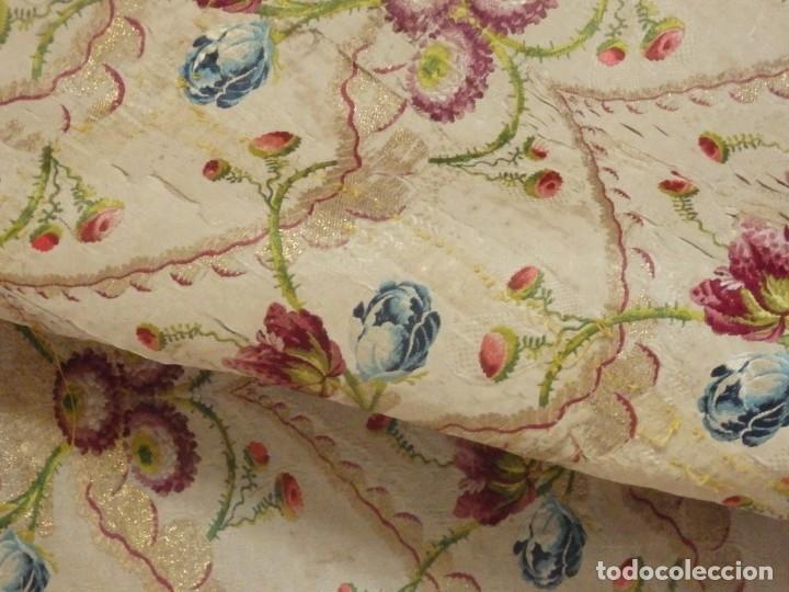 Antigüedades: Frente de grandes dimensiones en espolín de seda y brocados de plata. España, siglos XVII-XVIII. - Foto 8 - 182643183
