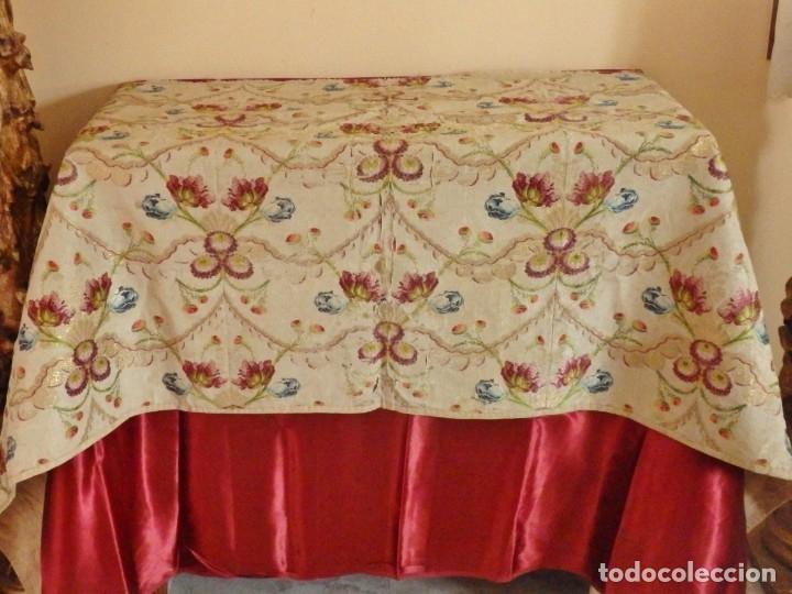 Antigüedades: Frente de grandes dimensiones en espolín de seda y brocados de plata. España, siglos XVII-XVIII. - Foto 11 - 182643183