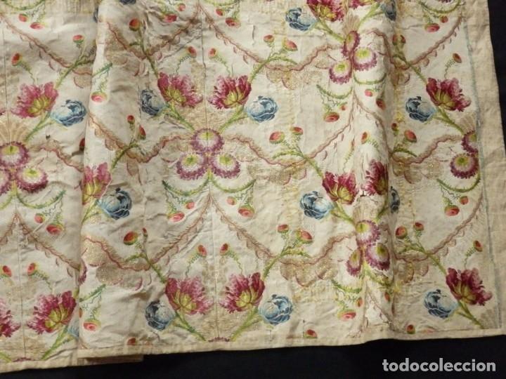 Antigüedades: Frente de grandes dimensiones en espolín de seda y brocados de plata. España, siglos XVII-XVIII. - Foto 14 - 182643183