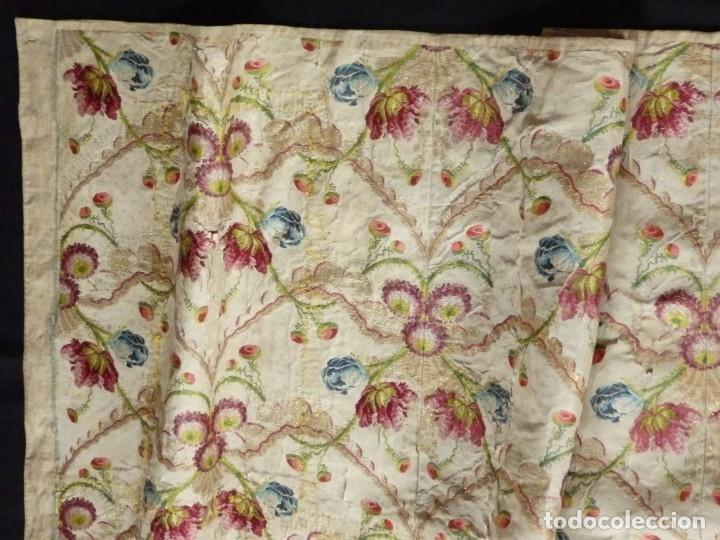 Antigüedades: Frente de grandes dimensiones en espolín de seda y brocados de plata. España, siglos XVII-XVIII. - Foto 15 - 182643183