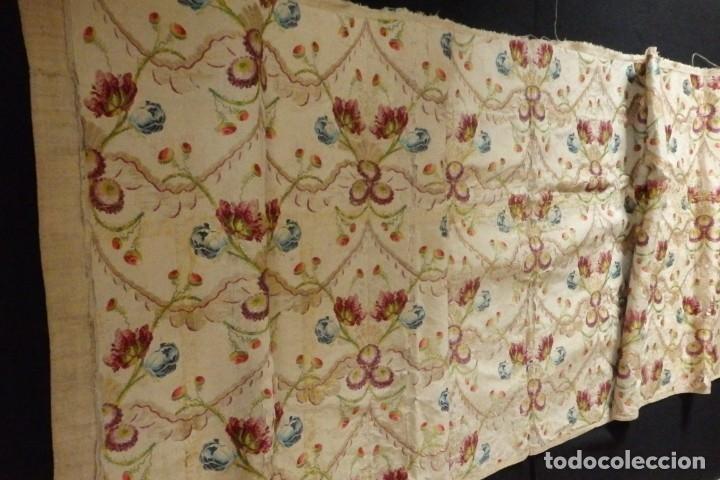 Antigüedades: Frente de grandes dimensiones en espolín de seda y brocados de plata. España, siglos XVII-XVIII. - Foto 16 - 182643183