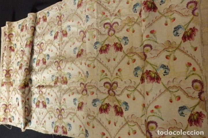 Antigüedades: Frente de grandes dimensiones en espolín de seda y brocados de plata. España, siglos XVII-XVIII. - Foto 17 - 182643183