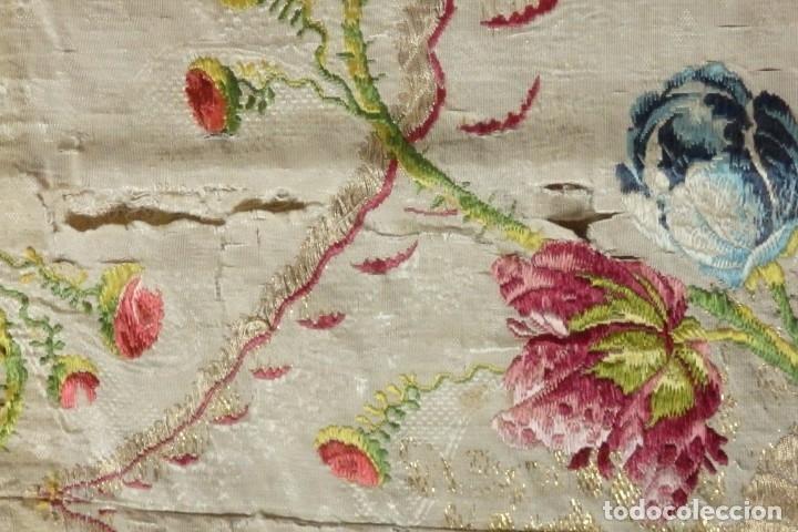 Antigüedades: Frente de grandes dimensiones en espolín de seda y brocados de plata. España, siglos XVII-XVIII. - Foto 19 - 182643183