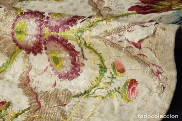 Antigüedades: Frente de grandes dimensiones en espolín de seda y brocados de plata. España, siglos XVII-XVIII. - Foto 22 - 182643183