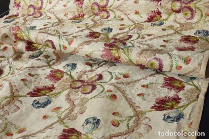 Antigüedades: Frente de grandes dimensiones en espolín de seda y brocados de plata. España, siglos XVII-XVIII. - Foto 24 - 182643183