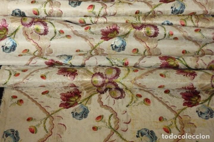 Antigüedades: Frente de grandes dimensiones en espolín de seda y brocados de plata. España, siglos XVII-XVIII. - Foto 25 - 182643183