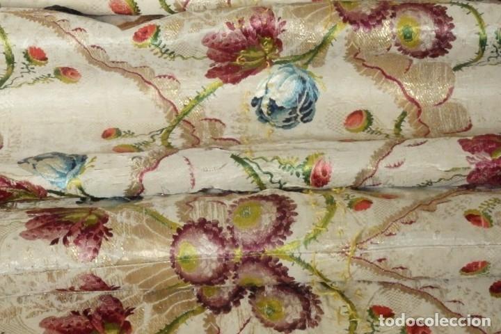 Antigüedades: Frente de grandes dimensiones en espolín de seda y brocados de plata. España, siglos XVII-XVIII. - Foto 27 - 182643183