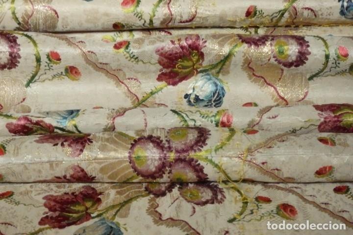 Antigüedades: Frente de grandes dimensiones en espolín de seda y brocados de plata. España, siglos XVII-XVIII. - Foto 28 - 182643183