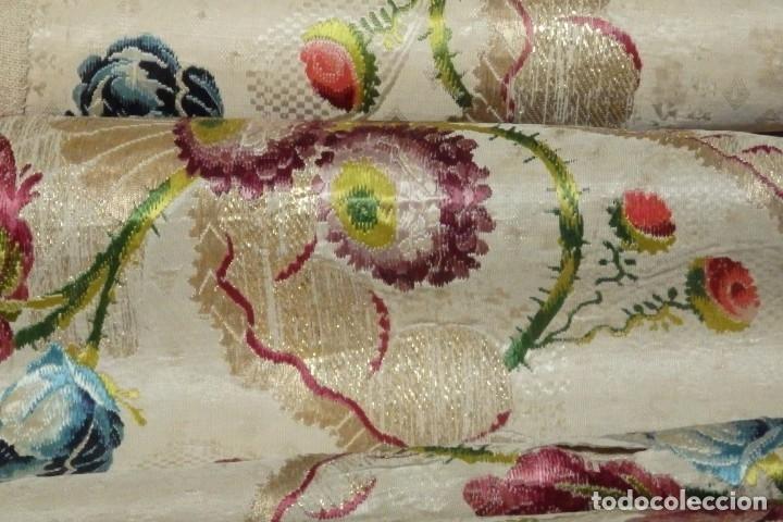 Antigüedades: Frente de grandes dimensiones en espolín de seda y brocados de plata. España, siglos XVII-XVIII. - Foto 29 - 182643183