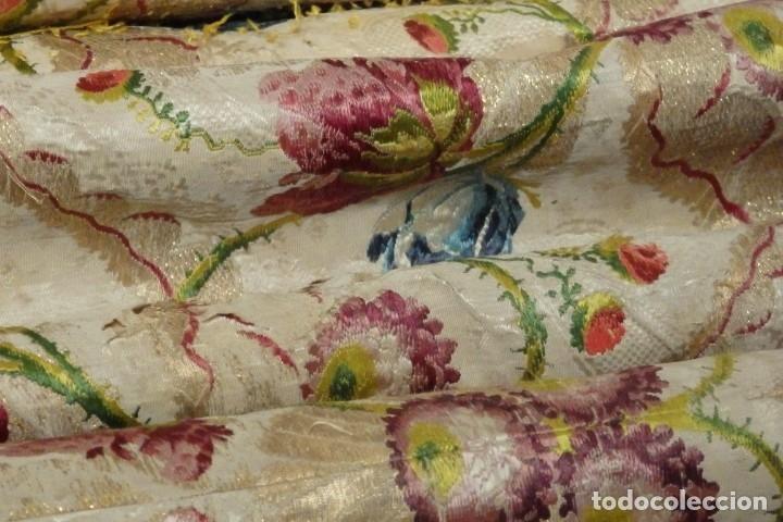 Antigüedades: Frente de grandes dimensiones en espolín de seda y brocados de plata. España, siglos XVII-XVIII. - Foto 30 - 182643183