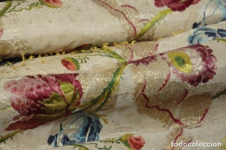 Antigüedades: Frente de grandes dimensiones en espolín de seda y brocados de plata. España, siglos XVII-XVIII. - Foto 31 - 182643183