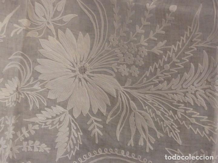 Antigüedades: Alba confeccionada en gasa de algodón bordada. Pps. S. XX. - Foto 13 - 182644211