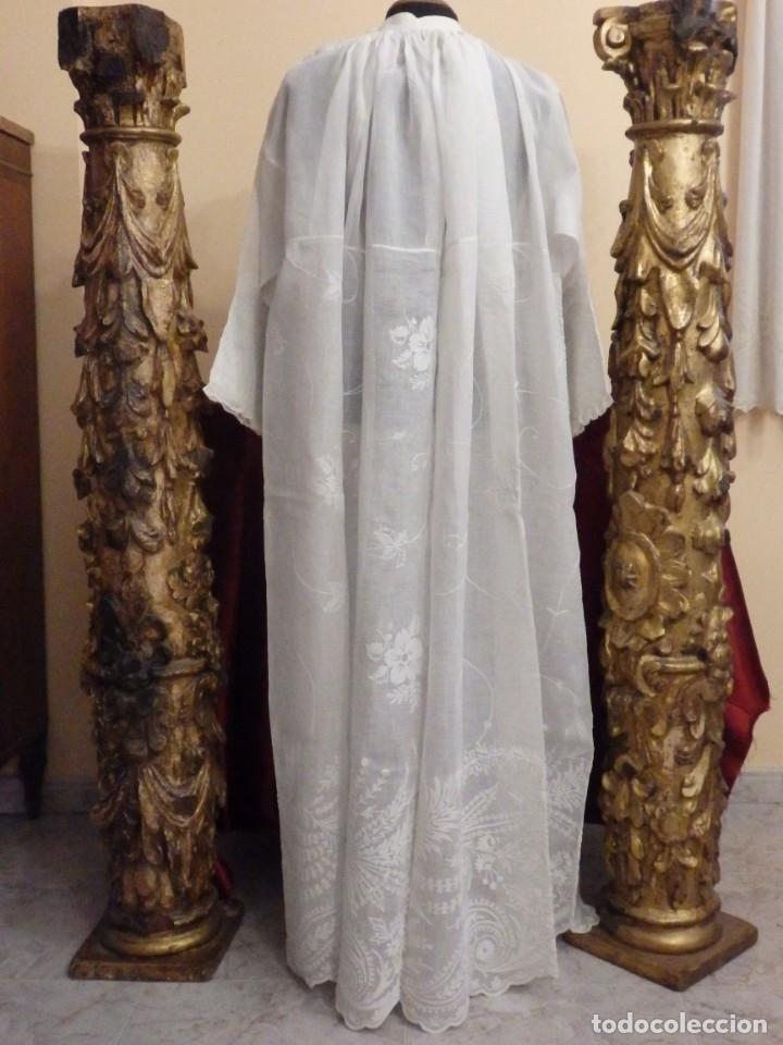 Antigüedades: Alba confeccionada en gasa de algodón bordada. Pps. S. XX. - Foto 20 - 182644211