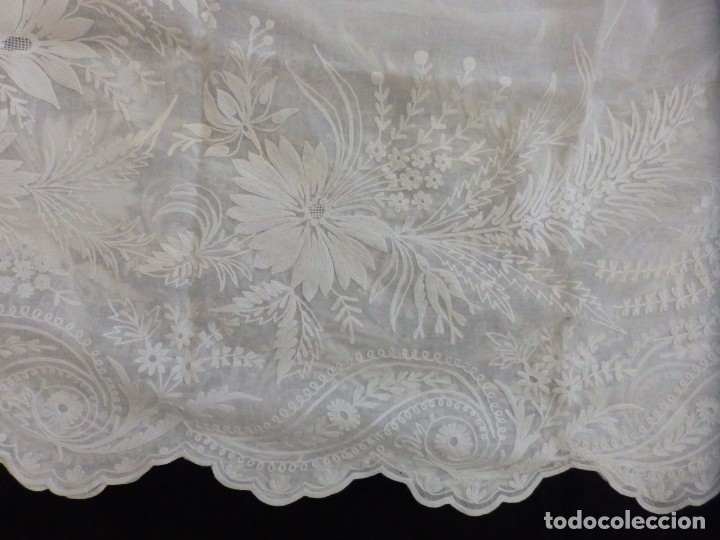 Antigüedades: Alba confeccionada en gasa de algodón bordada. Pps. S. XX. - Foto 26 - 182644211