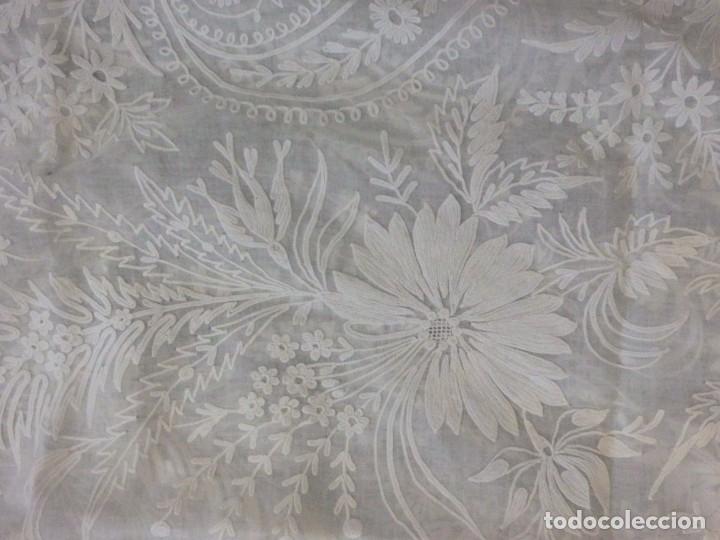 Antigüedades: Alba confeccionada en gasa de algodón bordada. Pps. S. XX. - Foto 27 - 182644211