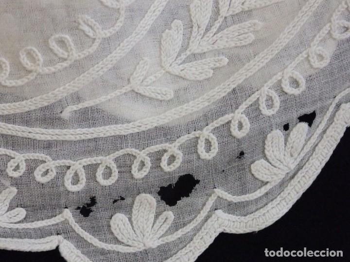 Antigüedades: Alba confeccionada en gasa de algodón bordada. Pps. S. XX. - Foto 28 - 182644211