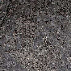 Antigüedades: ANTIGUO MANTÓN DE MANILA, BORDADO EN SEDA TODO EN NEGRO. Lote 182647457