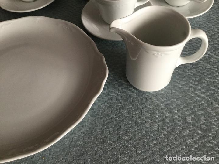 Antigüedades: Juego de café, jarra y fuente porcelana Bidasoa con adorno florecitas - Foto 2 - 182673085