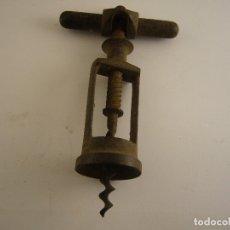 Antigüedades: ANTIGUO SACACORCHOS DE HIERRO. 15 X 8 CM.. Lote 182675452
