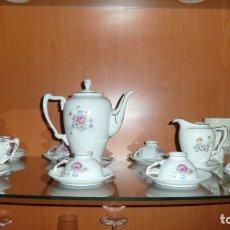Antigüedades: JUEGO DE TÉ CAFÉ ORNAMENTADO FLORAL DE LOS AÑOS 80. Lote 182680490