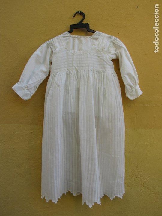 Antigüedades: Conjunto de faldón y camisa bebé. Batista, algodón, bordados y puntilla - Foto 2 - 182680982