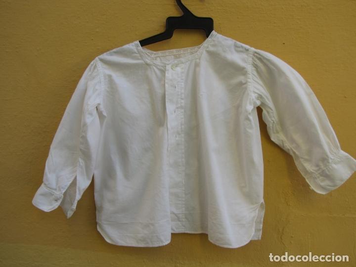 Antigüedades: Conjunto de faldón y camisa bebé. Batista, algodón, bordados y puntilla - Foto 3 - 182680982