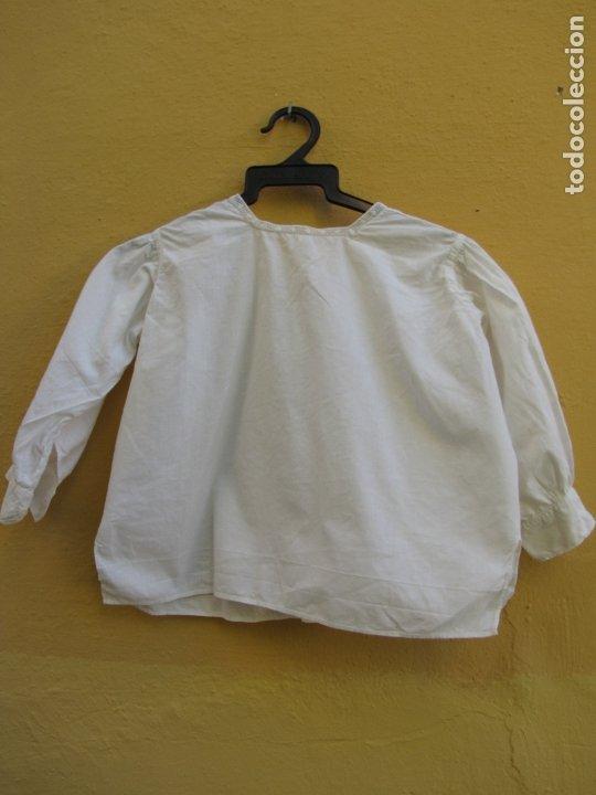 Antigüedades: Conjunto de faldón y camisa bebé. Batista, algodón, bordados y puntilla - Foto 6 - 182680982
