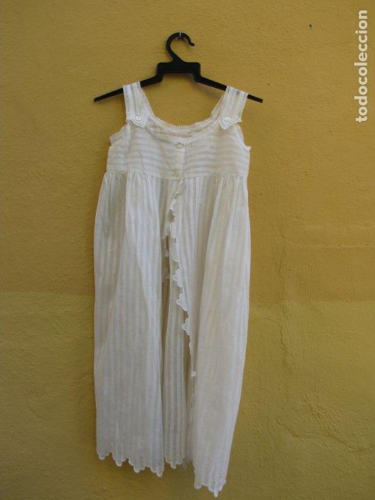 Antigüedades: Conjunto de faldón y camisa bebé. Batista, algodón, bordados y puntilla - Foto 10 - 182680982