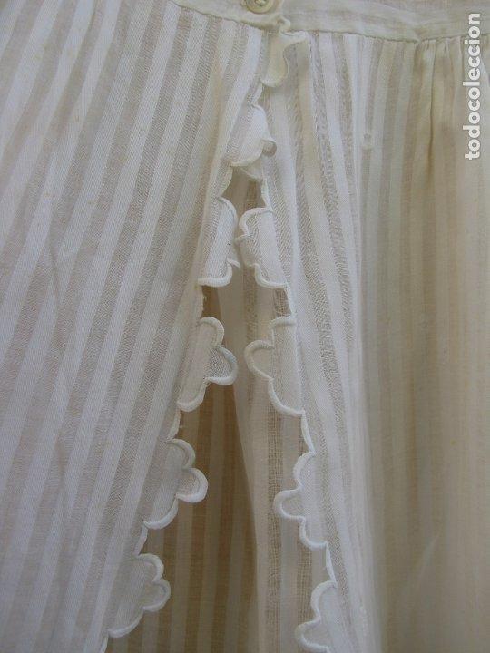 Antigüedades: Conjunto de faldón y camisa bebé. Batista, algodón, bordados y puntilla - Foto 11 - 182680982