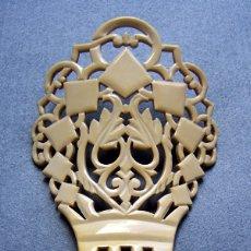 Antigüedades: PEINETA ESTILO ESPAÑOL EN IMITACIÓN MARFIL. Lote 182694687