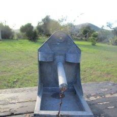 Antigüedades: COMEDERO PAJAROS DE METAL. Lote 168902284