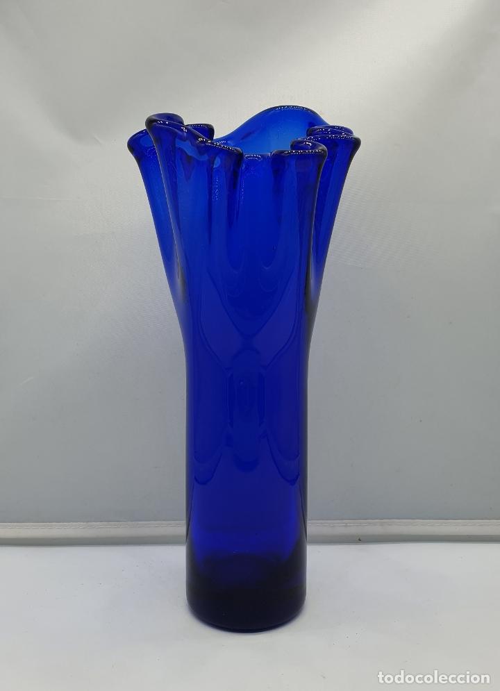Antigüedades: Magnífico florero antiguo modernista en cristal de murano azul cobalto bellamente ondulado . - Foto 4 - 182750506