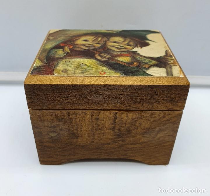 Antigüedades: Caja joyero muscial vintage en madera con motivo vintage . - Foto 2 - 182759533