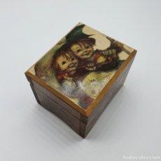 Antigüedades: CAJA JOYERO MUSCIAL VINTAGE EN MADERA CON MOTIVO VINTAGE .. Lote 182759533