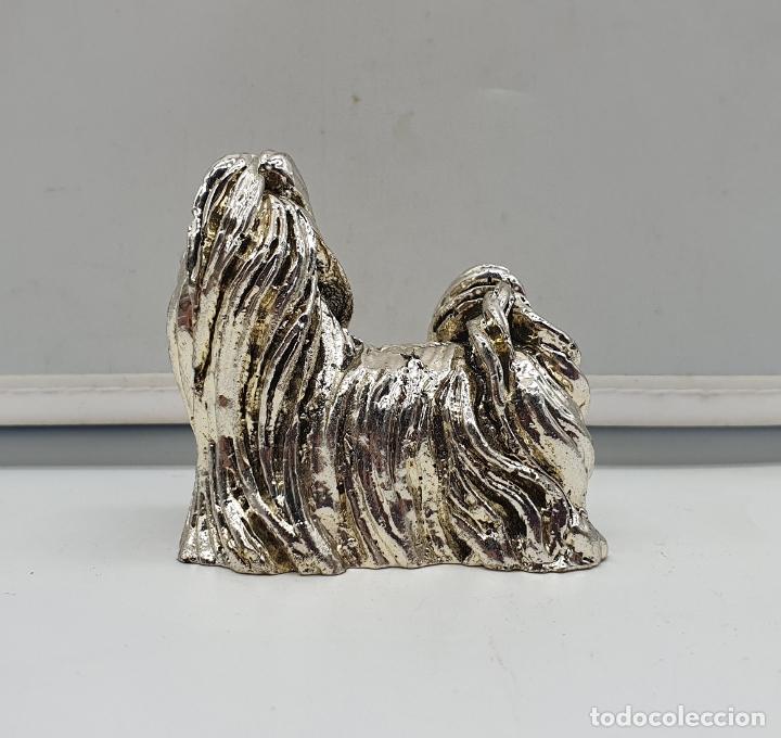 Antigüedades: Bella figura vintage de perro yorkshire laminado en plata de ley . - Foto 3 - 182765166