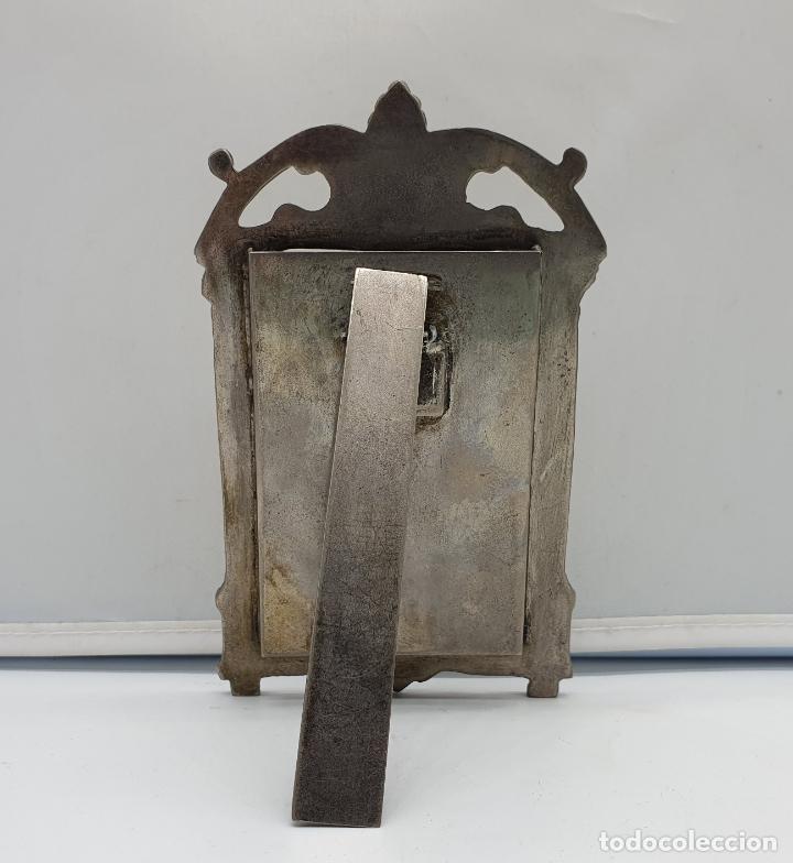 Antigüedades: Elegante marco antiguo en metal plateado de estilo victoriano. - Foto 3 - 182766996