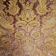 Antigüedades: BORDADO INDUSTRIAL SOBRE TERCIOPELO ROSA PALO. Lote 182781865
