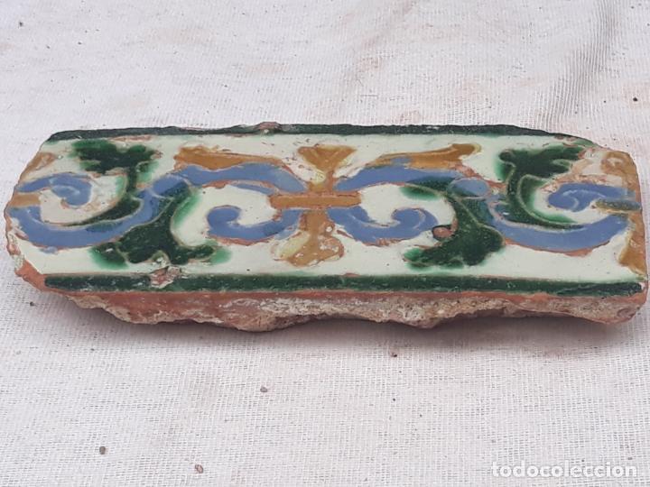 Antigüedades: AZULEJO ANTIGUO DE TOLEDO - ARISTA - RENACIMIENTO - SIGLO XVI. - Foto 2 - 182782783
