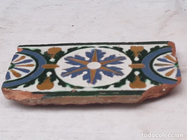 Antigüedades: AZULEJO ANTIGUO DE TOLEDO - ARISTA - RENACIMIENTO - SIGLO XVI. - Foto 3 - 182787075
