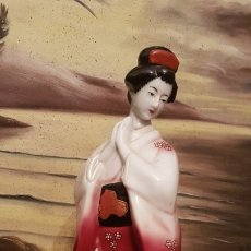 Antigüedades: ANTIGUA FIGURA GEISHA EN FINA PORCELANA JAPONESA SELLADA.. Lote 182798073