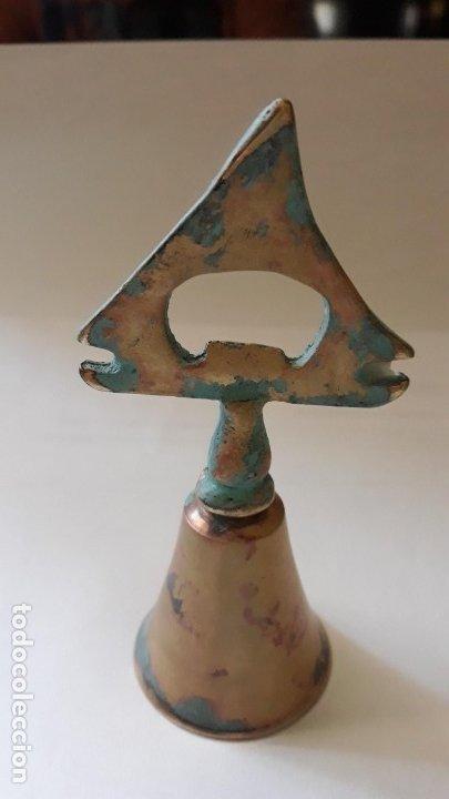 ANTIGUA CAMPANILLA CON ABREBOTELLAS EN EL MANGO 12CM DE ALTO (Antigüedades - Hogar y Decoración - Campanas Antiguas)
