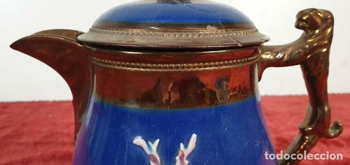 Antigüedades: JARRA DE TÉ. PORCELANA ESMALTADA. RELIEVES CON REFLEJOS. INGLATERRA. SIGLO XX. - Foto 2 - 182822787