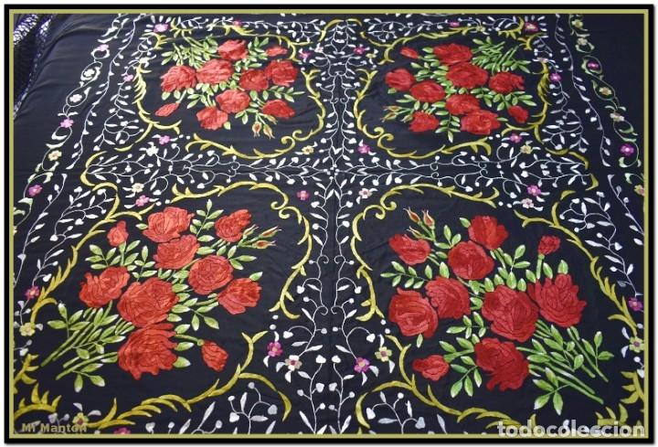 Antigüedades: Mi Manton. Manton de Manila bordado en a mano en seda 140x140 cm mas enrejados y fleco - Foto 2 - 182827506