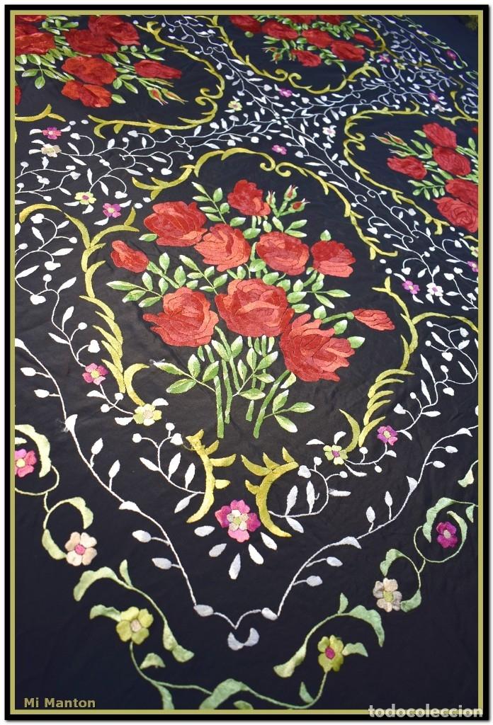 Antigüedades: Mi Manton. Manton de Manila bordado en a mano en seda 140x140 cm mas enrejados y fleco - Foto 3 - 182827506