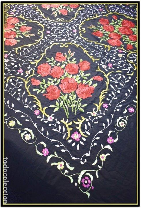 Antigüedades: Mi Manton. Manton de Manila bordado en a mano en seda 140x140 cm mas enrejados y fleco - Foto 6 - 182827506